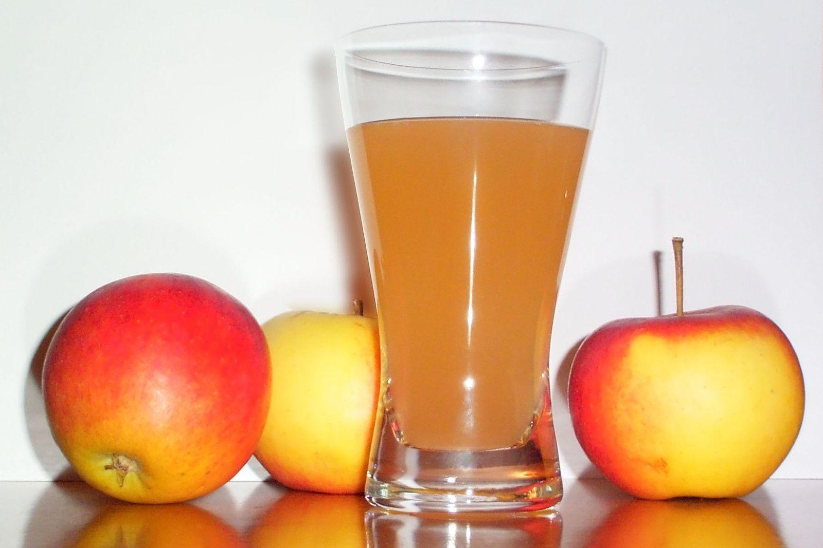 5 Ways To Use Apple Cider Vinegar In The Bathroom In 2020 Apple Cider Vinegar Remedies Apple Cider Benefits Juice Diet