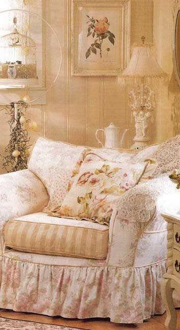 Shabby Chic - This is so beautiful and looks so comfy!
