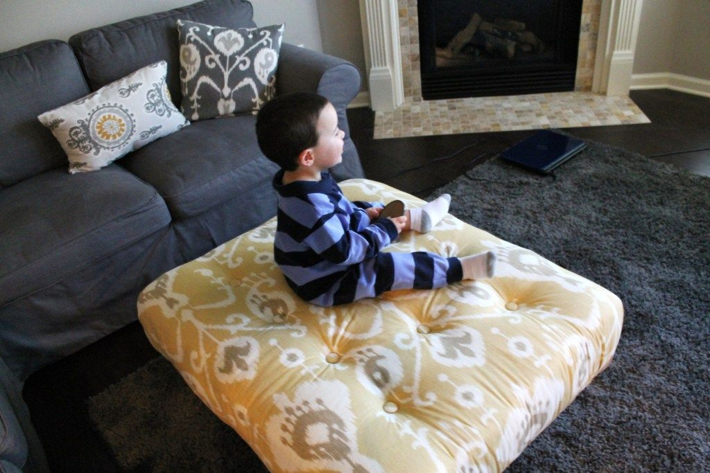 Diy Tufted Ottoman Made From A Pallet Only 70 For This
