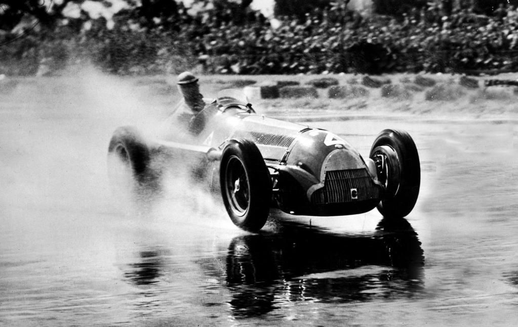 Juan Manuel Fangio su Alfa Romeo 159B - Alfa Romeo 158 1.5 Straight-8s GP Gran Bretagna Circuito Silverstone 1951