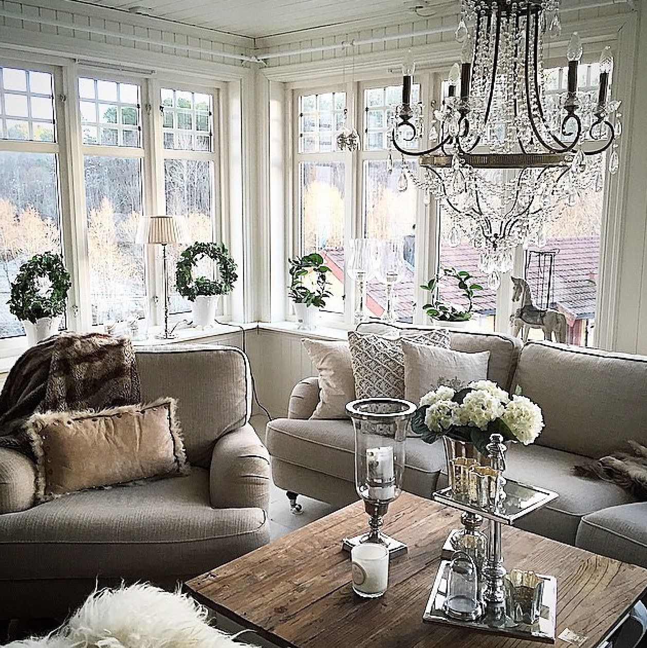 small house big glam :)   Christmas living rooms ...