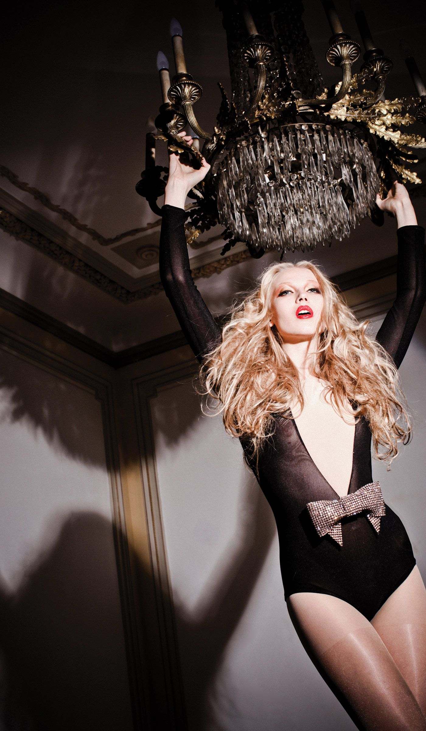 P2 37241 swings chandeliers and editorial diva swinging from the chandelier arubaitofo Image collections
