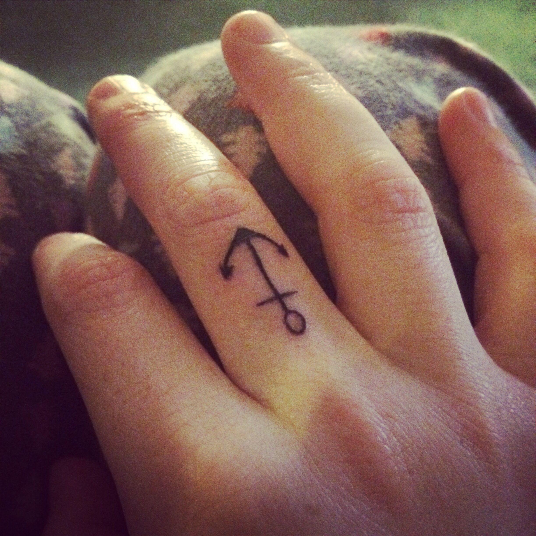 06095056e4074 Finger tattoos #anchor Finger Tattoos, Fish Tattoos, Anchor, Tatoo, Anchors,