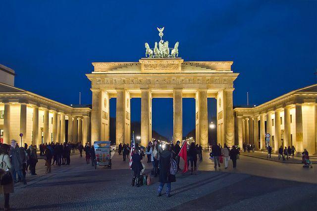 Brandenburger Tor Am Abend Berlin Germany Vacation Berlin Travel Germany