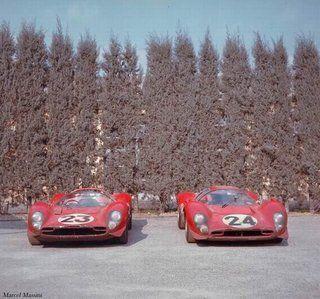 Maranello-fevrier 1967- 330 P3/4 0846 et 330 P4 0856 photo 1967-Maranello-330P34_330P4-retourd.jpg