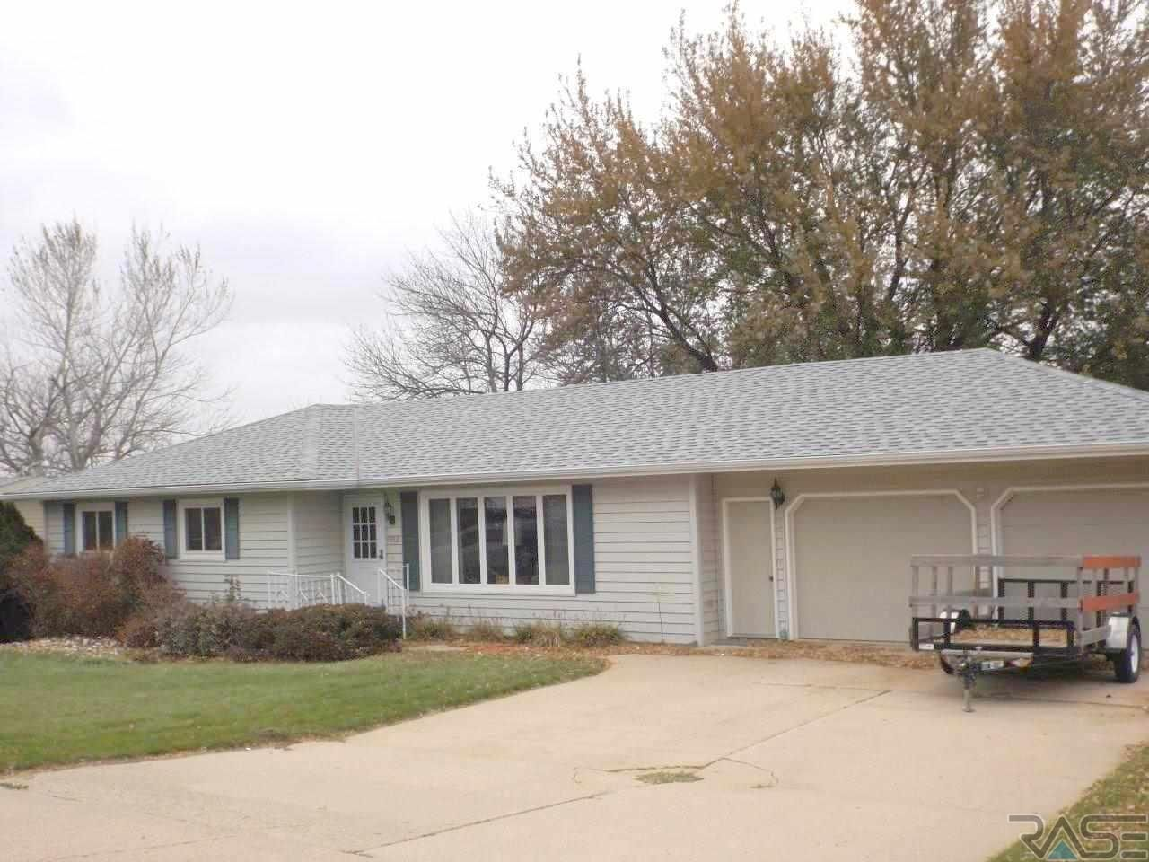 Doesnt get much better 4 bedroom 3 bath attached 2 car