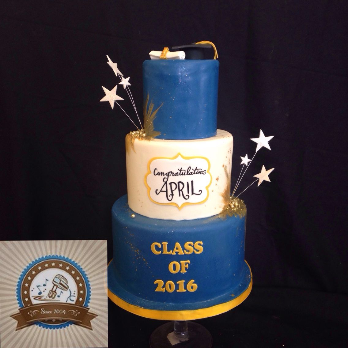 Blue Gold Graduation Cake With Images Graduation Cakes Gold