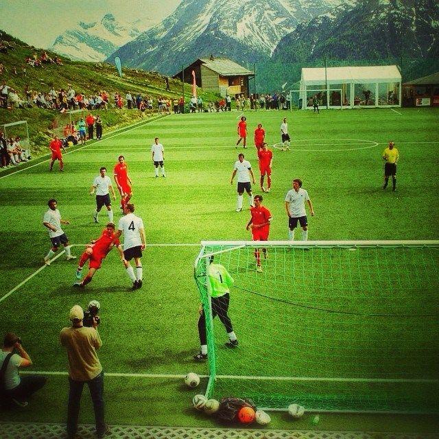 Der höchstgelegene #Fussballplatz in der Schweiz liegt in #Gspon auf 2000m.ü.M.! Und wo spielt ihr so? #footballmoments