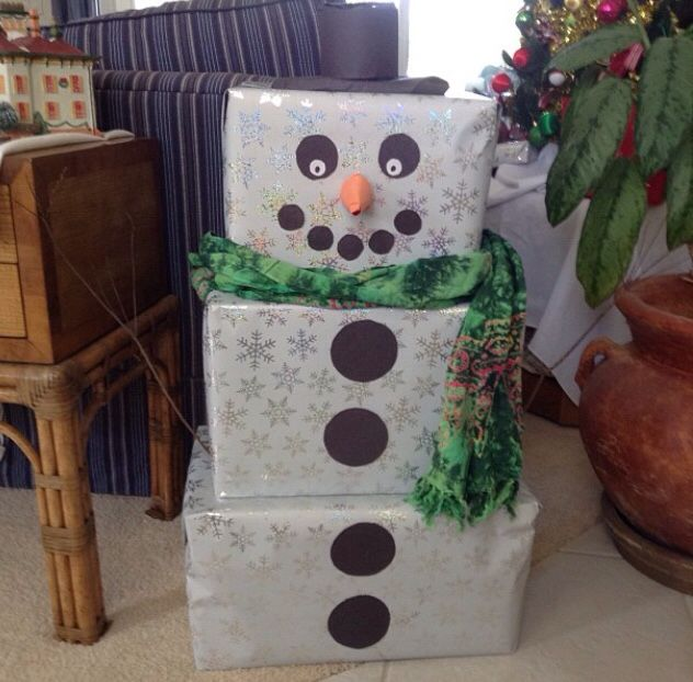 Snowman Made Out Of Gift Boxes Christmas Parade Floats Christmas Party Decorations Christmas Gift Box
