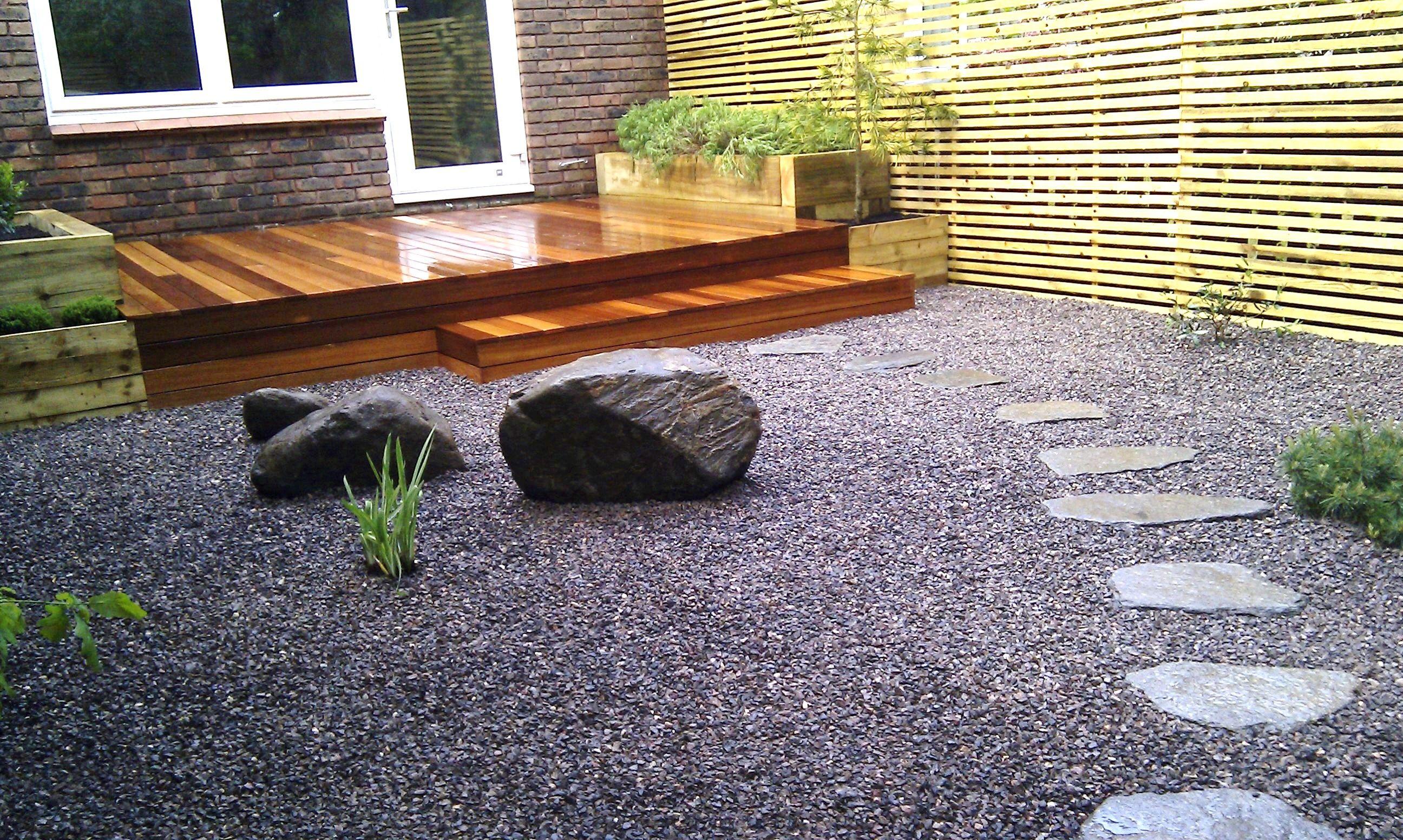 garden ideas using slate chippings