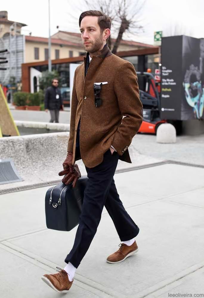 Brown jacket/gloves/suede shoes. Navy bag.