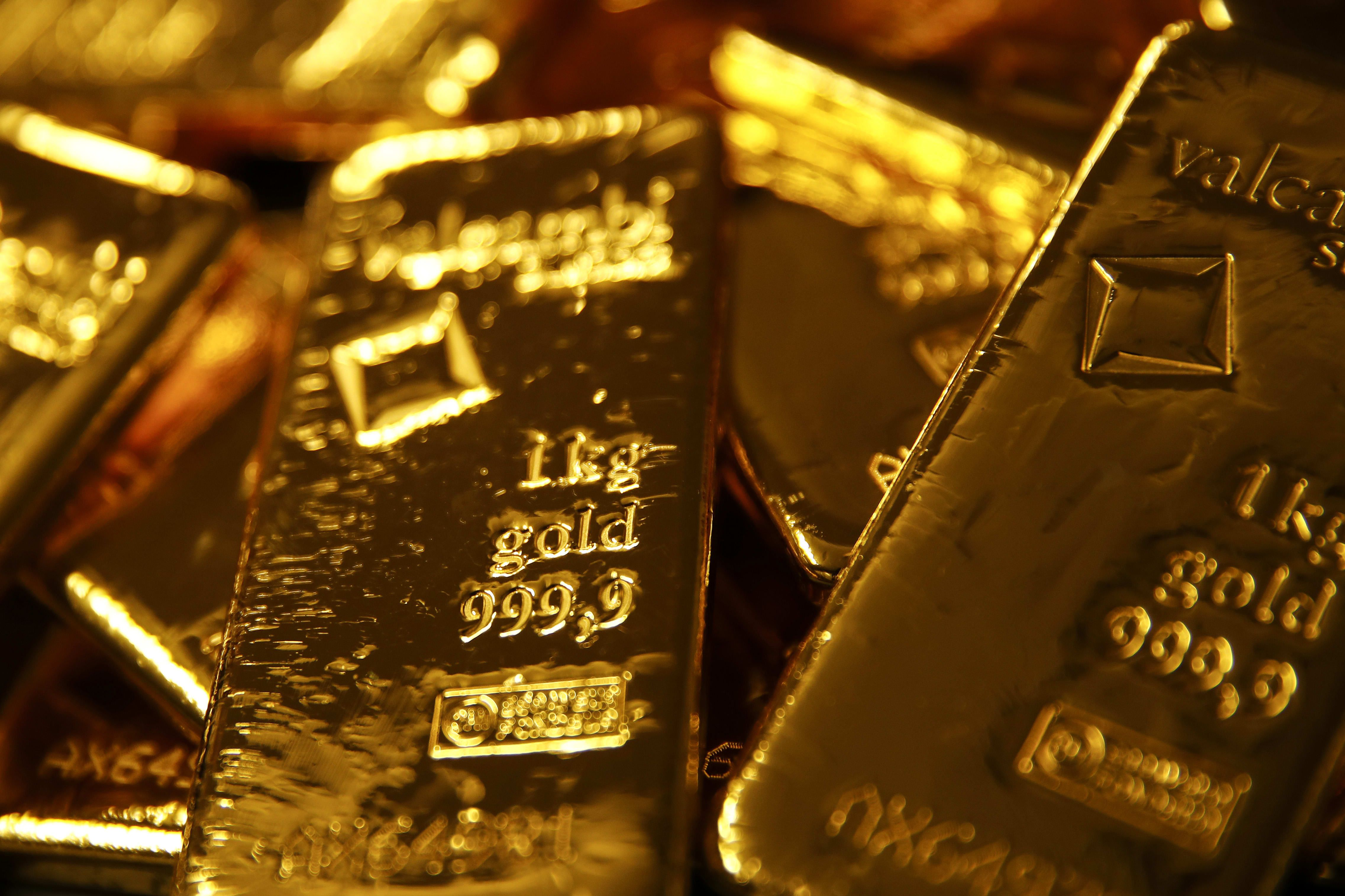 Gold Rises 1 On Global Turmoil But Silver Surges More Gold Price Stocks Today Gold Bullion Bars