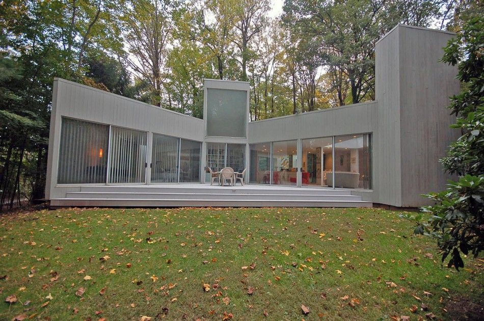 WHAT'S ON THE MARKET: Myron Goldfinger 1970s House, 15 miles from New York | Journal | The Modern House
