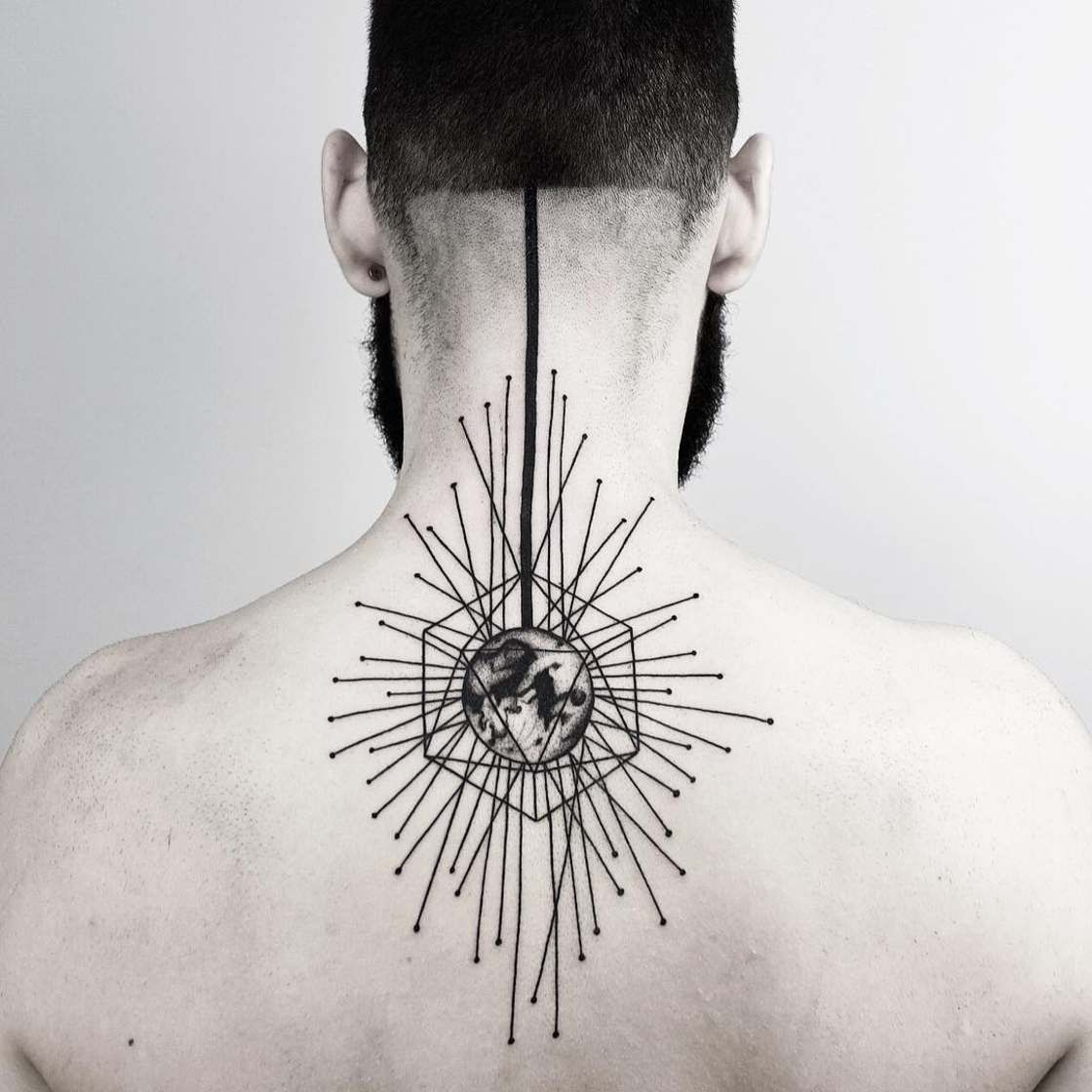 les tatouages g om triques de malvina maria wisniewska tatoo tatouage tatouage g om trique. Black Bedroom Furniture Sets. Home Design Ideas