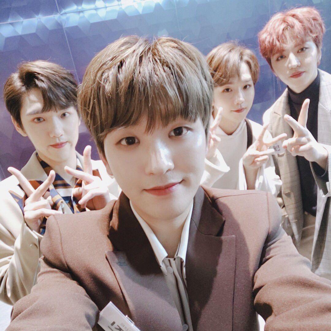 Pin By Bri On 100 Boy Groups Kpop Idol Fans Cafe