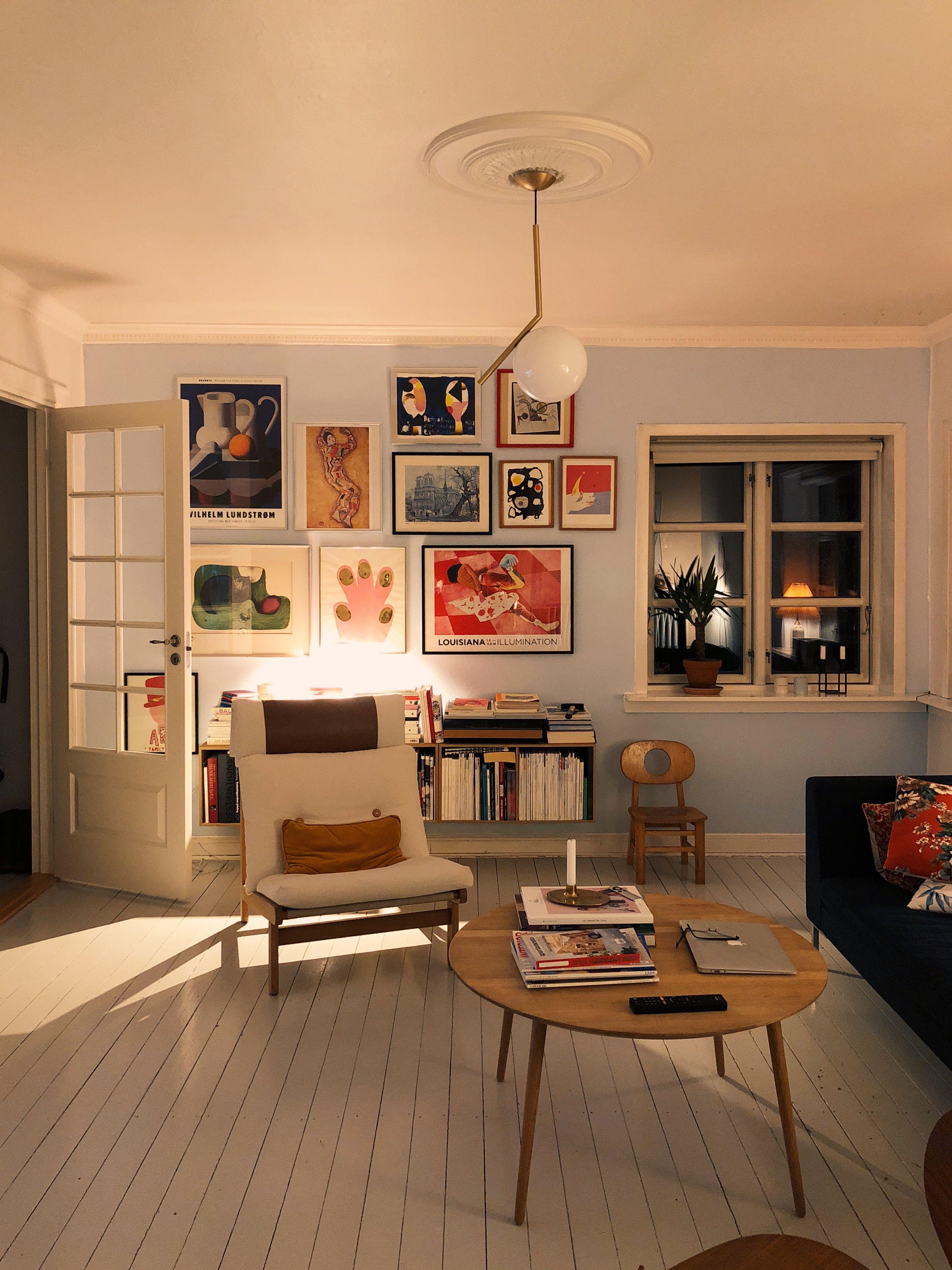 Den Ra Vaeg Er Vaek Og En Ny Laekker Farve Er Malet Home Decor Interior Home Deco