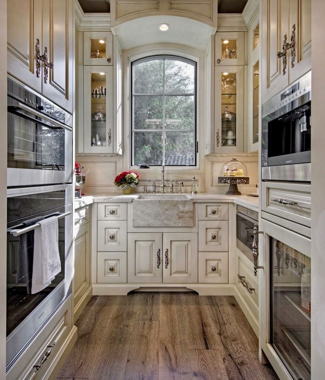 Small Traditional Galley Kitchen Ideas: Pin By Leslie Bannister On Lake House
