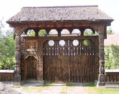 Gates in maramures romania places pinterest gates and romania - Houses maramures wood ...