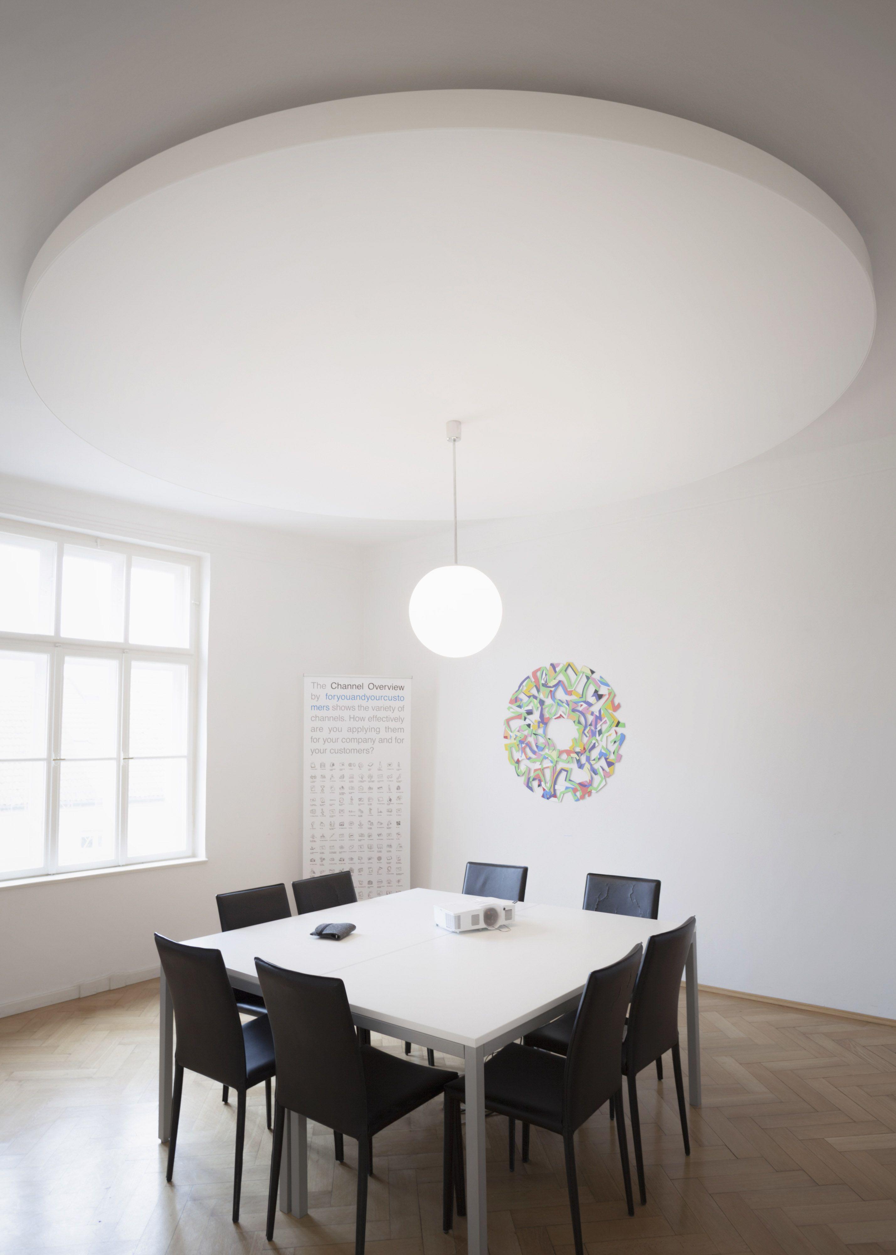 spanndecken mit akustisch wirksamen textilien oder motivdrucken und hocharbsorbierender. Black Bedroom Furniture Sets. Home Design Ideas