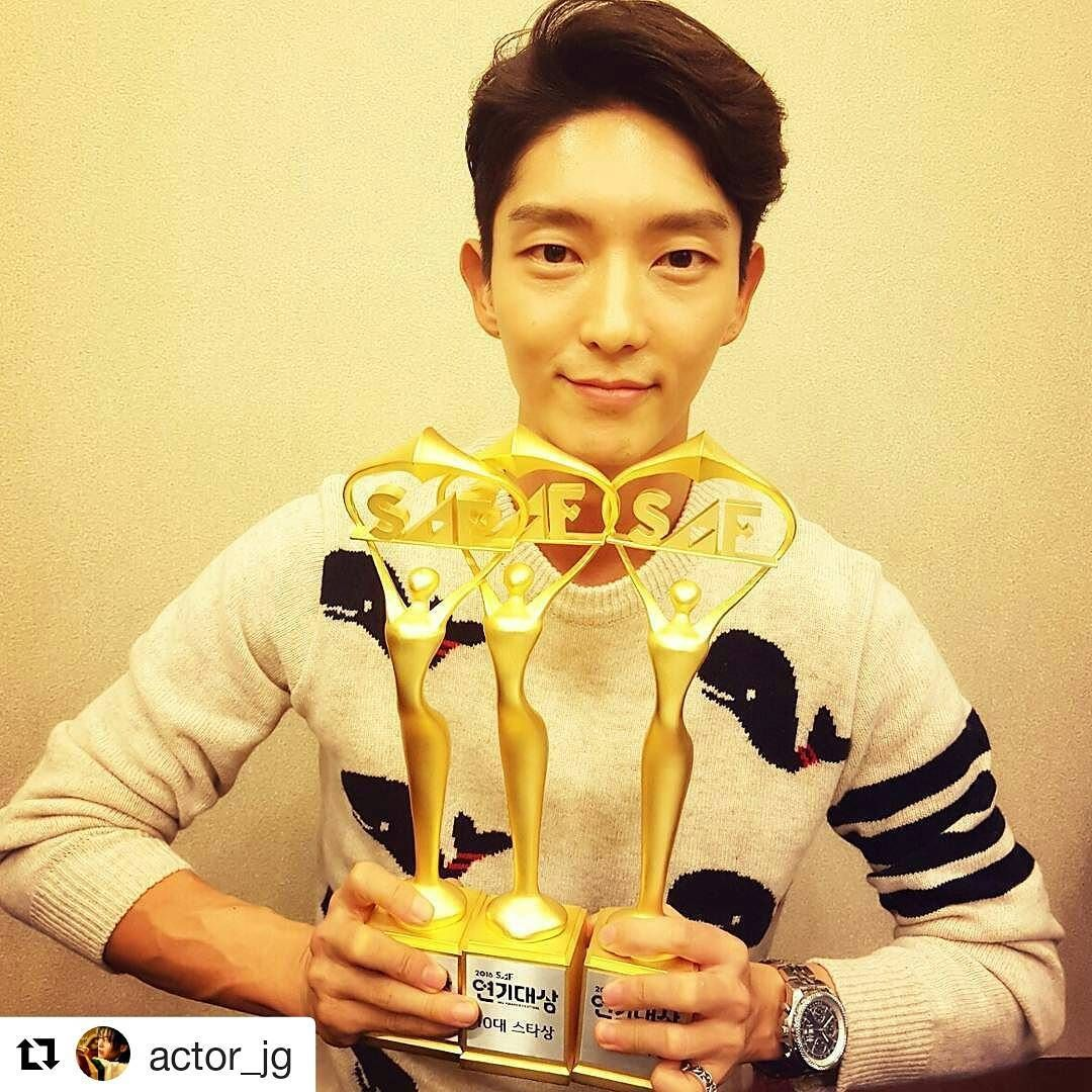 Lee Joon Gi - Thank you to all the love ! support ! ma fans have been giving me from all over the world.!!♡ Love ya !