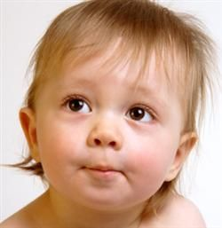 Tu bebé y sus primeras palabras - Tras el nacimiento, el bebé va a aprender progresivamente a dominar su movimiento respiratorio y el funcionamiento de su laringe. http://www.feminaactual.com/tu-bebe-y-sus-primeras-palabras.a.aspx