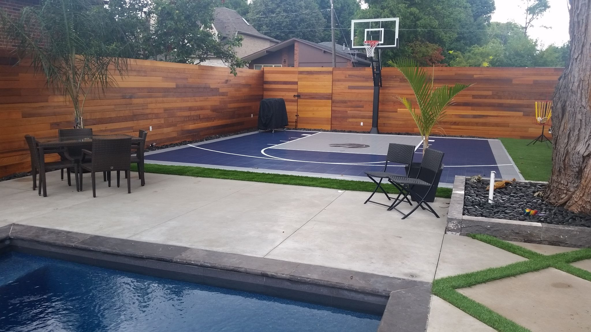 Beautiful 26 X 28 Backyard Court In Etobicoke On Snapsports Bounceback Shocktower Surface Ins Backyard Court Basketball Court Backyard Home Basketball Court
