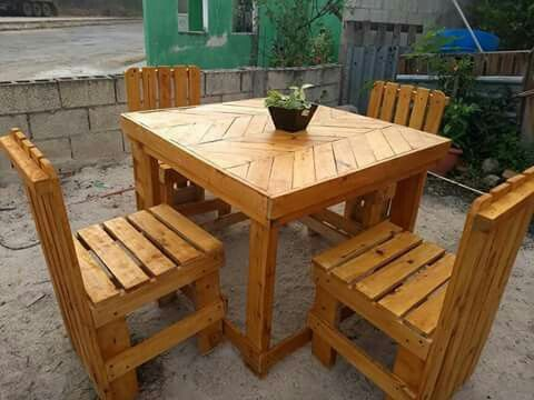 Comedor 4 sillas echo de palets palet en 2019 outdoor for Living comedor con palet de madera