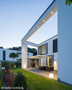 grosser auftritt auf kleinem raum k ln bonn cube magazin architektur pinterest. Black Bedroom Furniture Sets. Home Design Ideas
