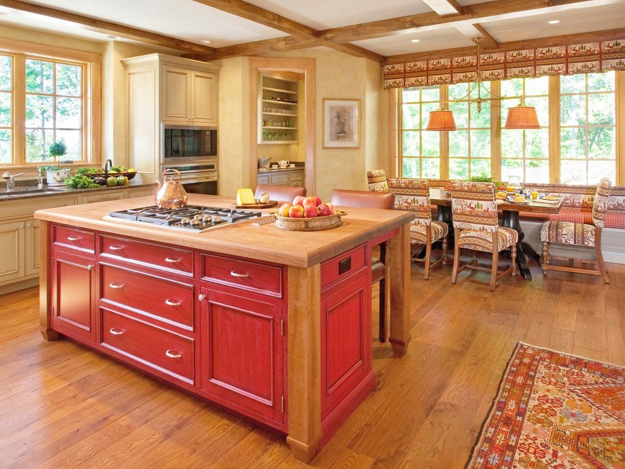 Yellow country photos hgtv yellow country kitchens kitchen yellow kitchen colors casa