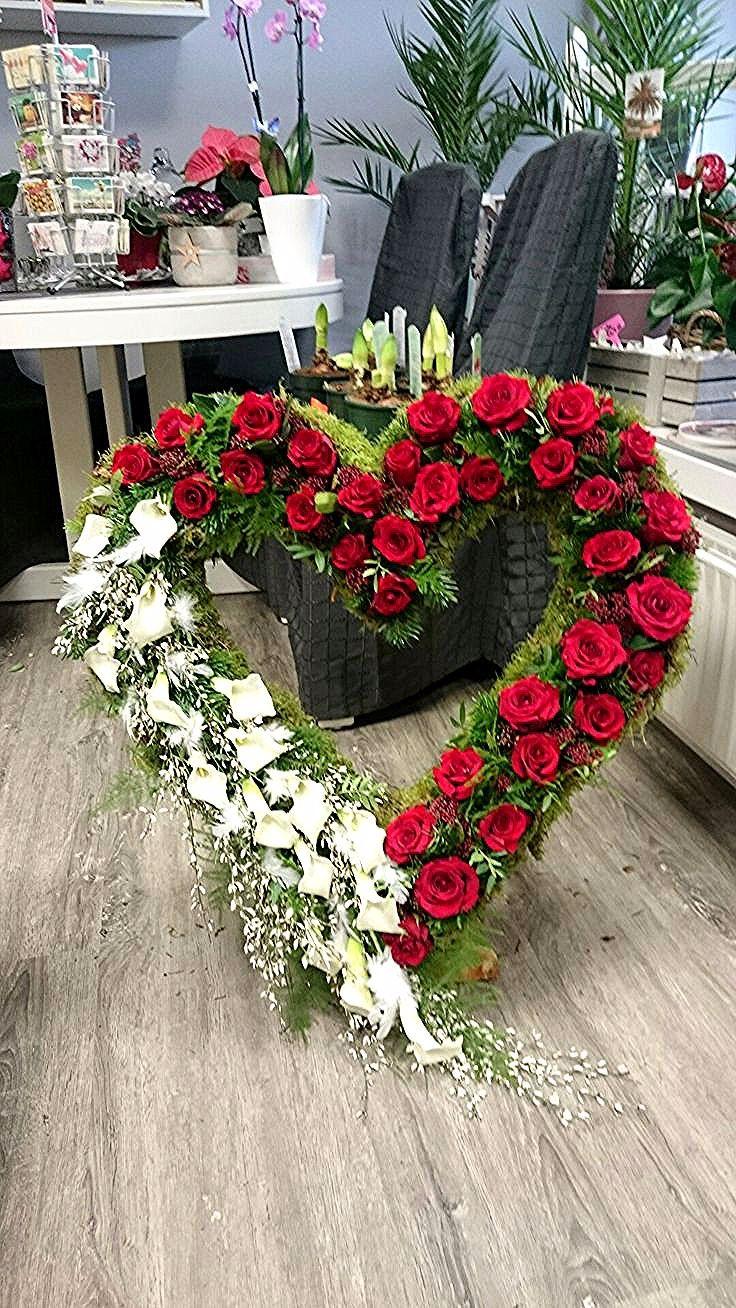 Federn herz rosencalla rote trauergesteck und