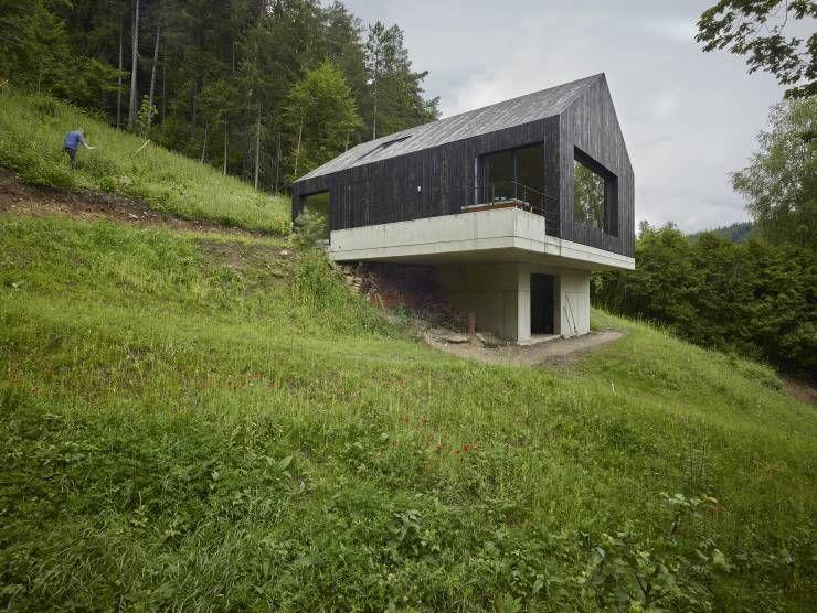 das holzhaus mit den zwei gesichtern architecture pinterest haus architektur und moderne. Black Bedroom Furniture Sets. Home Design Ideas