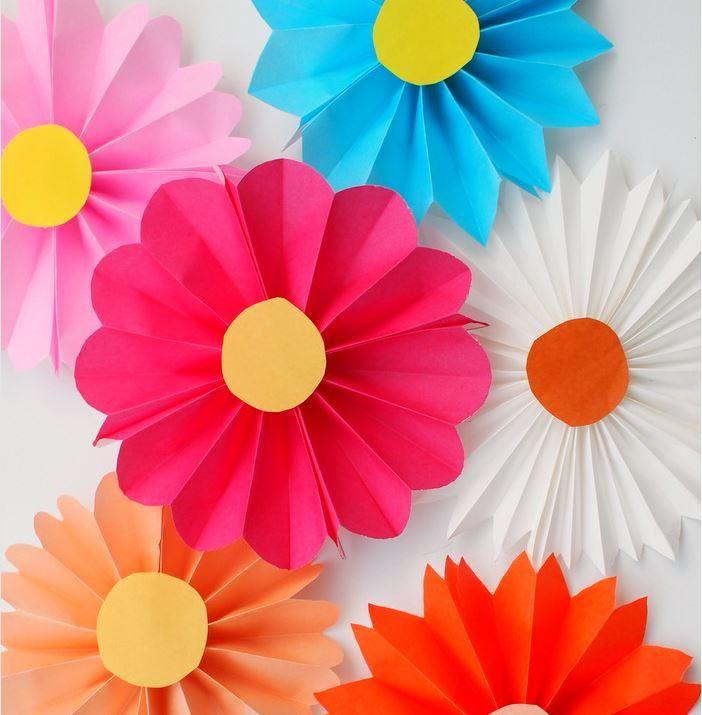 Accordion Fold Paper Flowers for Kids | AllFreePaperCrafts.com