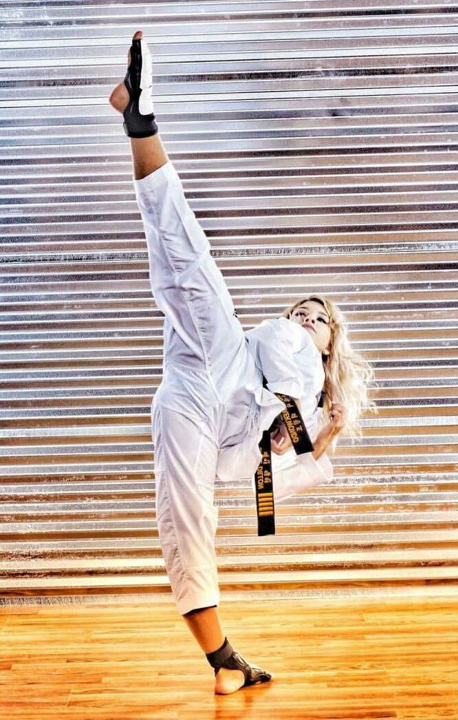Pin en emma, sexy dangerous Karate Girl!!!!!!!