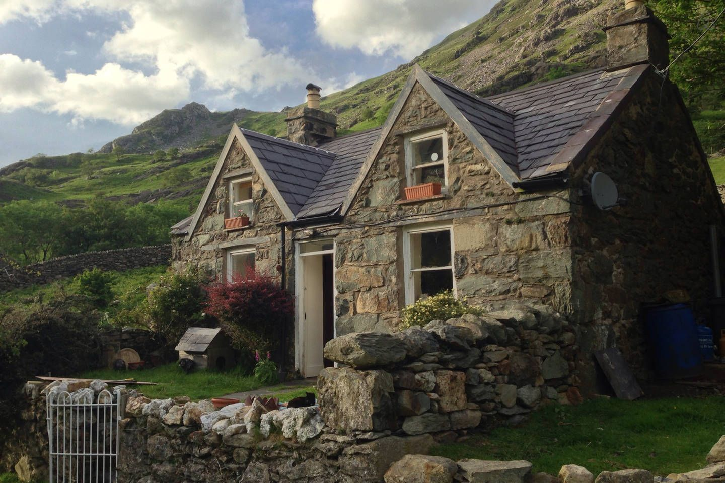 39 myn mawr 39 is an 18th century welsh mountain cottage set for Cottage in the mountains