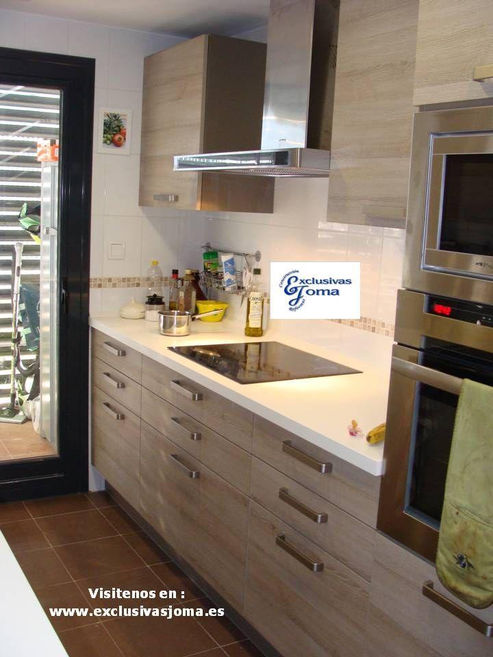 Muebles de cocina en color madera roble imperial y - Encimera silestone blanco ...