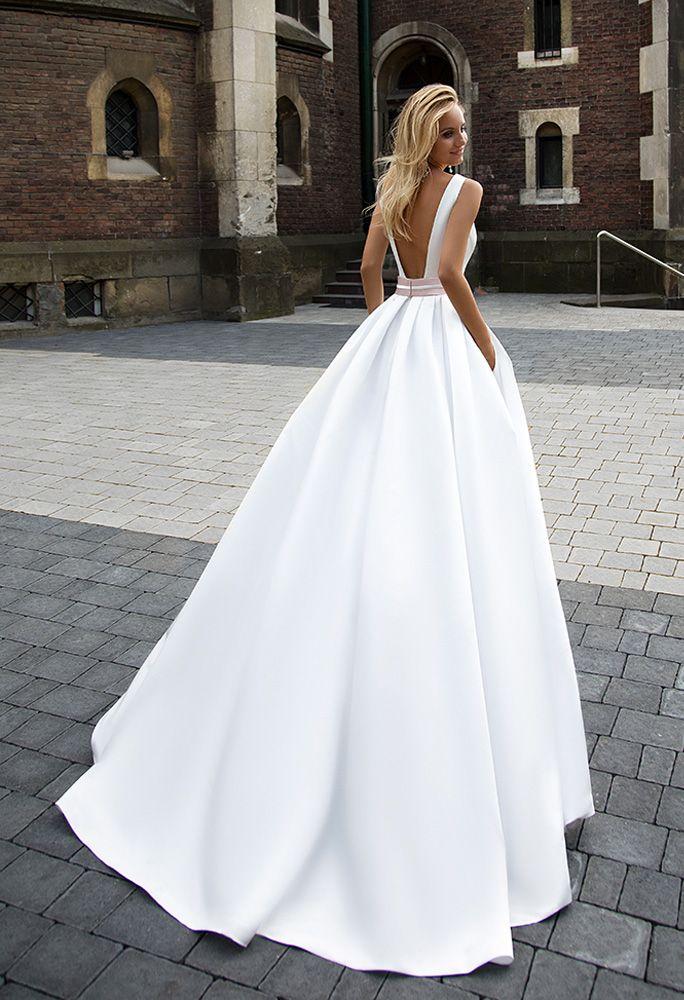 ed85f0ae0ed8 Pin od používateľa Linda Galikova na nástenke Wedding dress ...