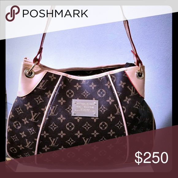 Stunning LV leather bag Stylish LV bag that adds convenience and flare  Louis Vuitton Bags Shoulder Bags 6146f01a70e27