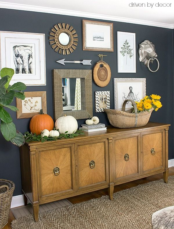 Gallery+wall+with+console+decorated+for+fall+-+part+of+a+full+fall+house+tour