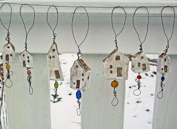 Little Houses by LolliePatchouli. A sharing of the process. Very inspiring.
