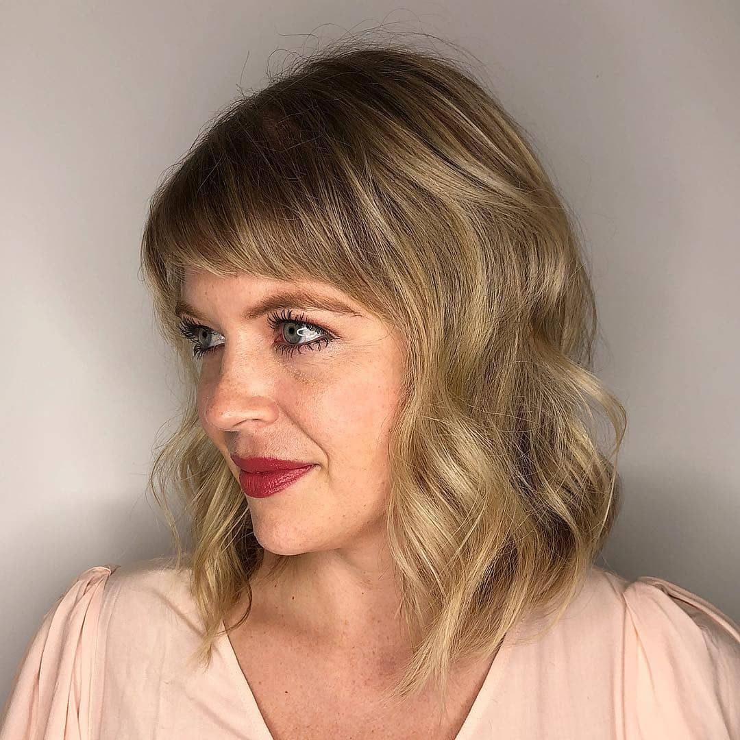 21 Totally Perfect Side Swept Bangs Hairstyles Stylesrant Short Wavy Hair Short Side Bangs Short Bangs