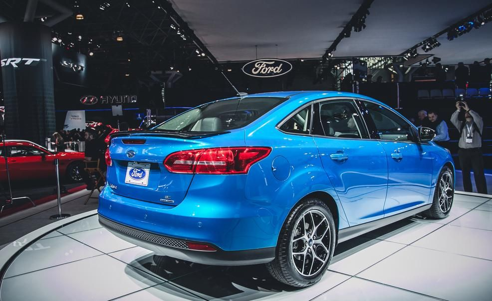 2015 Ford Focus Sedan - Photo Gallery of All from Car and Driver - Car Images & 2015 Ford Focus Sedan - Photo Gallery of All from Car and Driver ... markmcfarlin.com