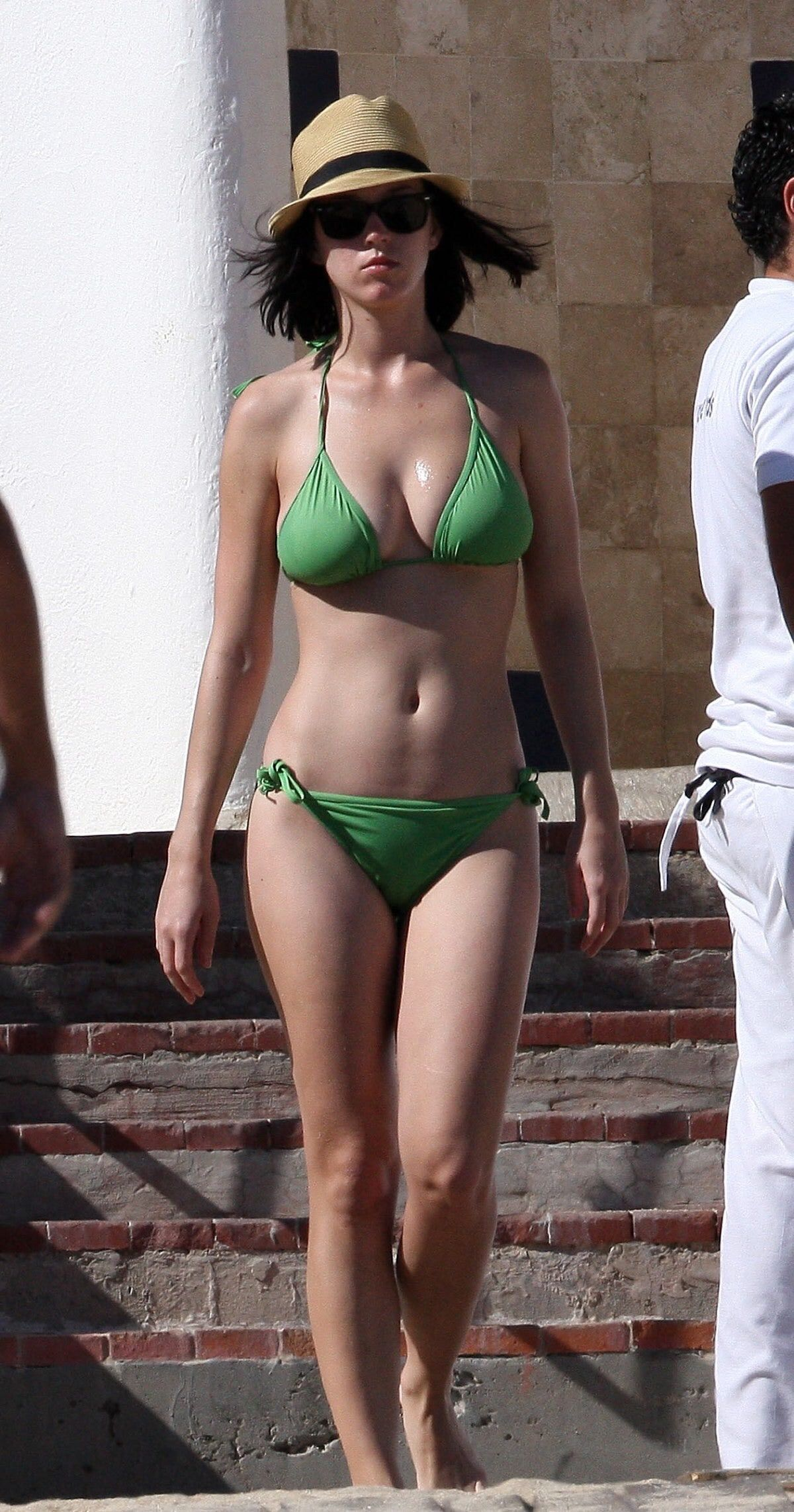 Katy Perry Confident In A Green Bikini Katy Perry Bikini Katy Perry Photos Katy Perry