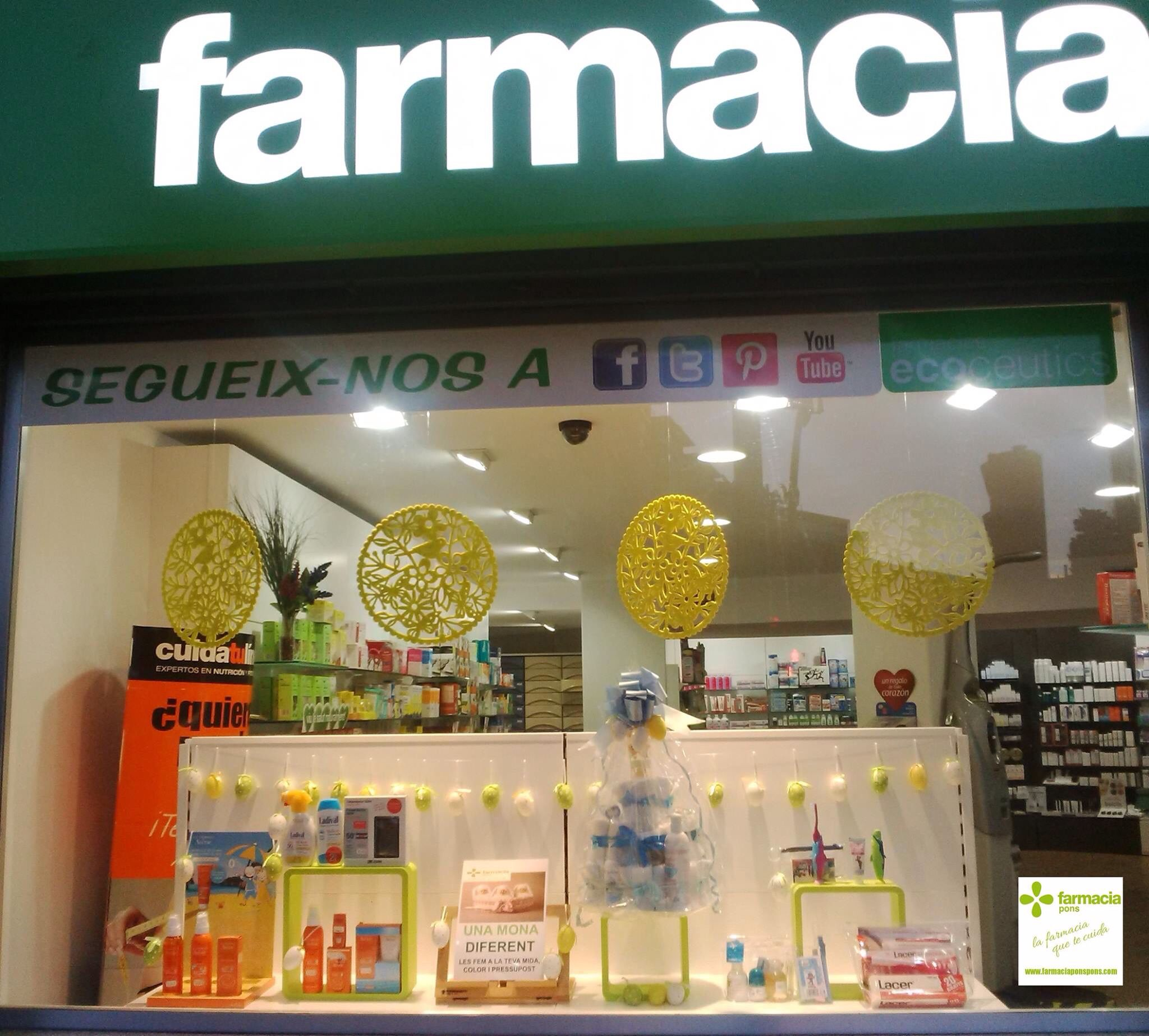 Escaparate pascua 2015 farmacia pons www for Decoracion de farmacias