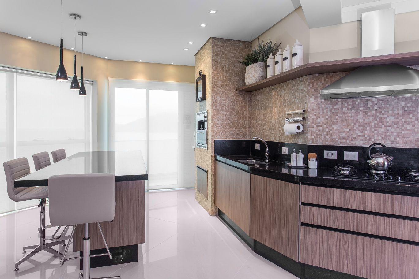 Cozinhas com paredes irregulares veja modelos e dicas de for Como alisar paredes irregulares