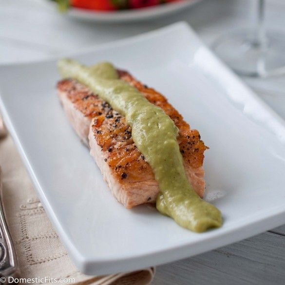 chilean salmon with avocado cream sauce recette yummi pinterest manger sainement petits. Black Bedroom Furniture Sets. Home Design Ideas