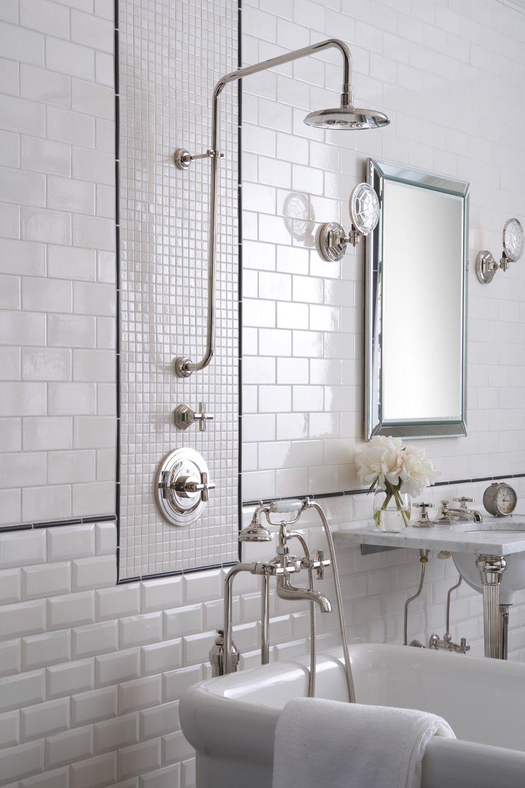 Vitt fasat kakel i badrummet | Pinterest | Metro tiles, Bathroom ...
