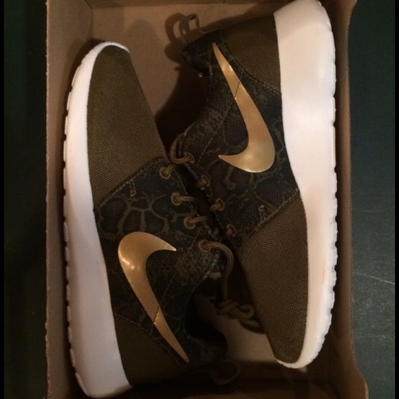 ISO !!!! NOT FOR SALE Looking for women's roshes either this exact color and print or ones very similar to this!! Size 5, 5 1/2, 6 all okay! Please let me know if you have these or know someone who does!!! Nike Shoes Athletic Shoes