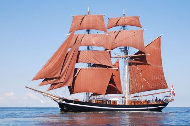 Eye of the Wind, originally called Friedrich, was built in 1911 in Germany for the South American hide trade. In 1923, she was sold to Sweden and carried general cargo under the name Merry. Three years later her first engine was installed and gradually her rig was reduced and altered to a ketch, but after a fire in 1969 when her wheel house and poop deck were destroyed, her old iron hull was sold to square rigger enthusiasts who began rebuilding her.