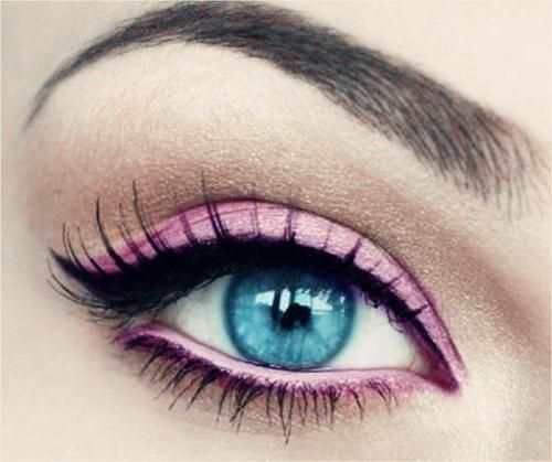 Pink Eyeshadow Cat Eye Looks Good With Blue Eyes White