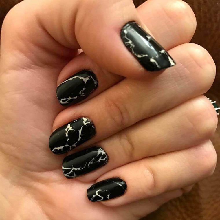 Smalto nero effetto marmo, forma unghie arrotondate di media  lunghezza💖💖💖♥️